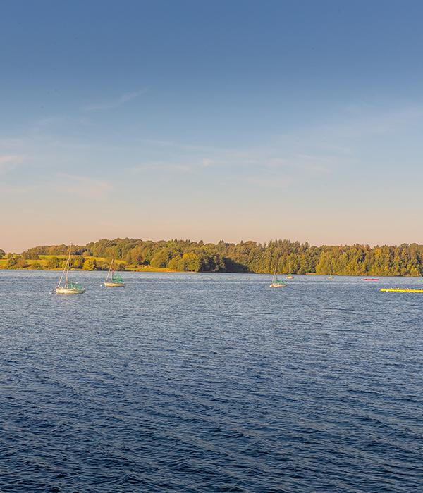 The Land of Lakes - Pays des Lacs